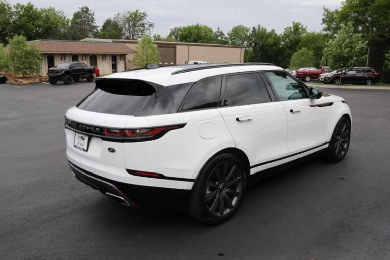 Used 2018 Land Rover Range Rover Velar R-DYNAMIC HSE for sale Sold at Auto Collection in Murfreesboro TN 37130 3