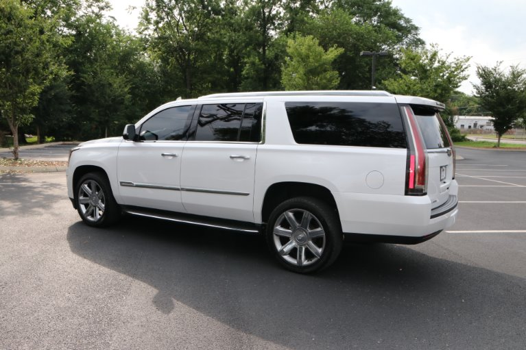 Used 2016 Cadillac Escalade ESV Luxury Collection for sale Sold at Auto Collection in Murfreesboro TN 37130 4