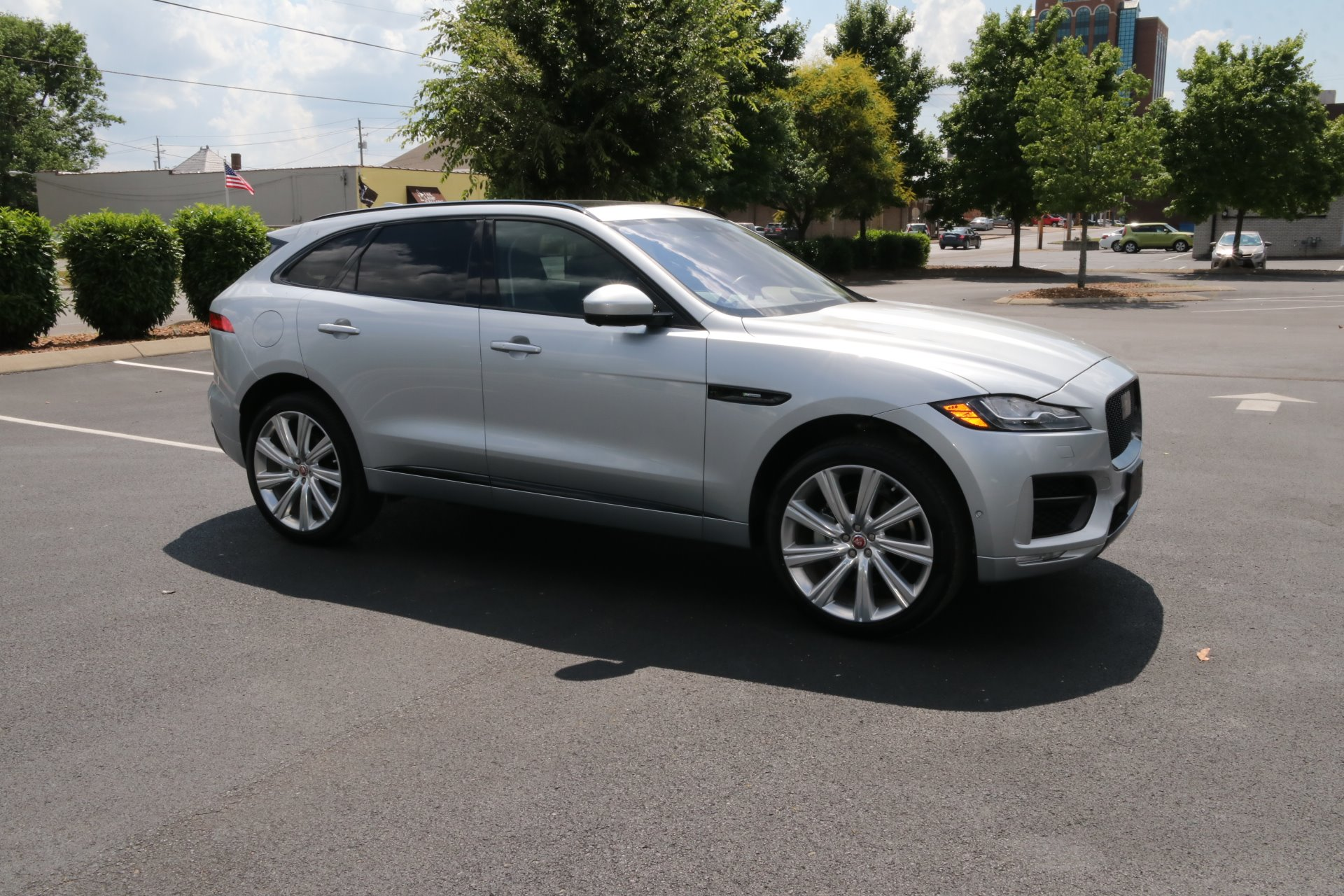 Used 2017 Jaguar F-PACE 35T R-SPORT AWD W/NAV 35t R-Sport for sale Sold at Auto Collection in Murfreesboro TN 37130 1