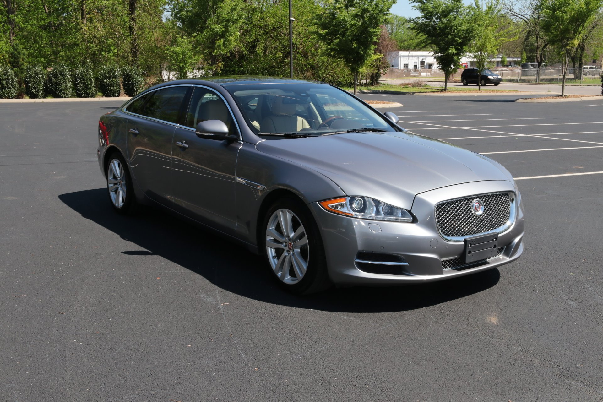 Used 2015 Jaguar XJL Portfolio for sale Sold at Auto Collection in Murfreesboro TN 37130 1