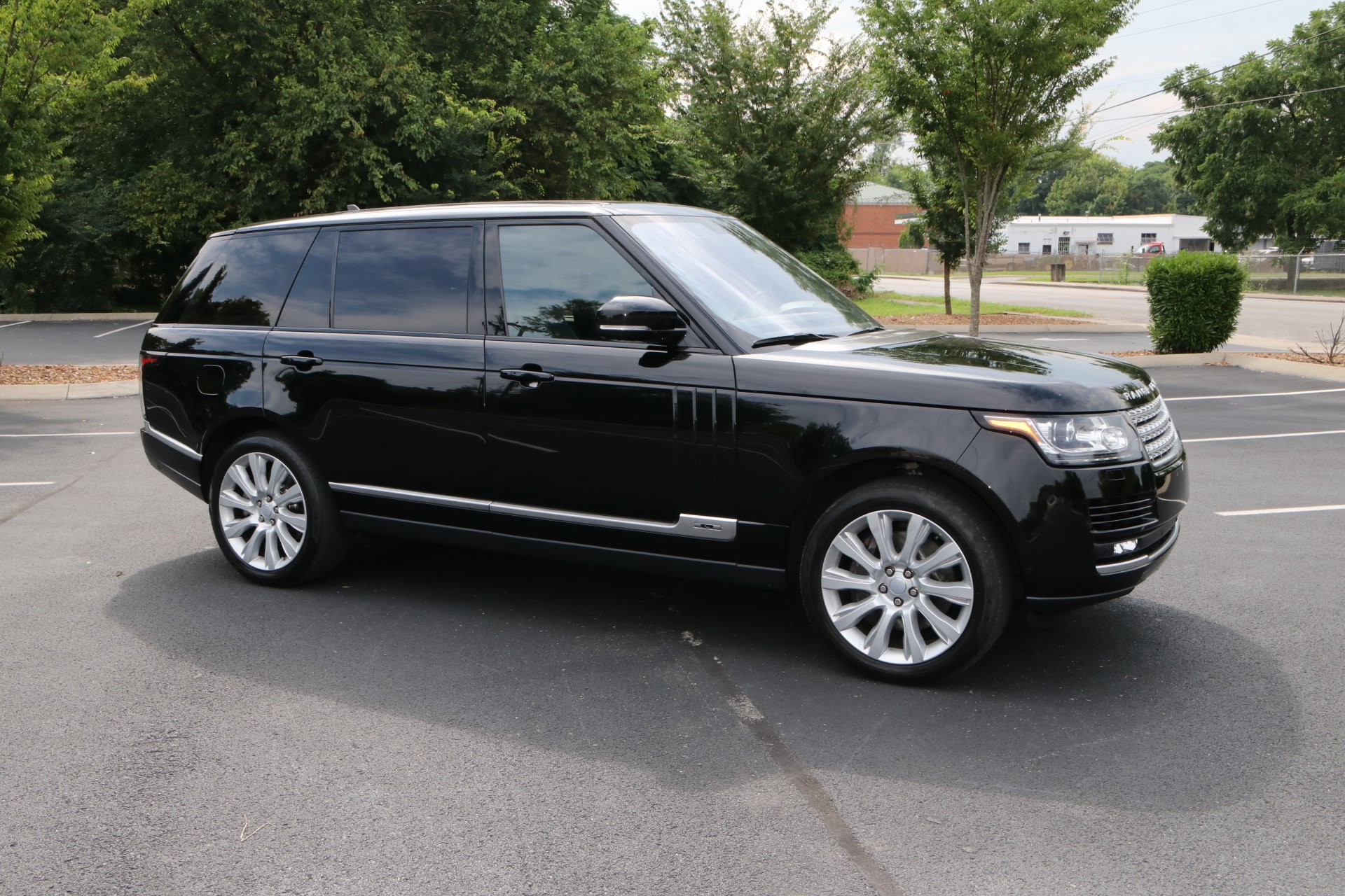 Used 2016 Land Rover Range Rover Supercharged LWB for sale Sold at Auto Collection in Murfreesboro TN 37130 1