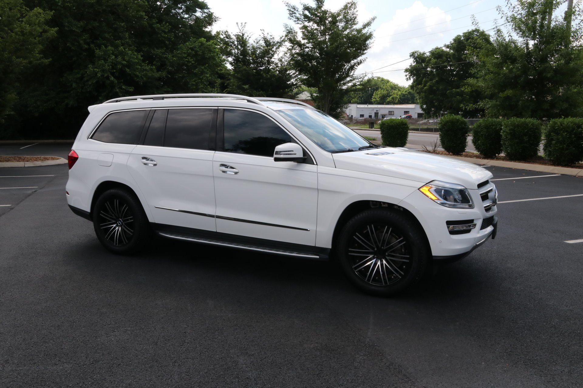Used 2016 Mercedes-Benz GL-Class GL 450 4MATIC for sale Sold at Auto Collection in Murfreesboro TN 37130 1