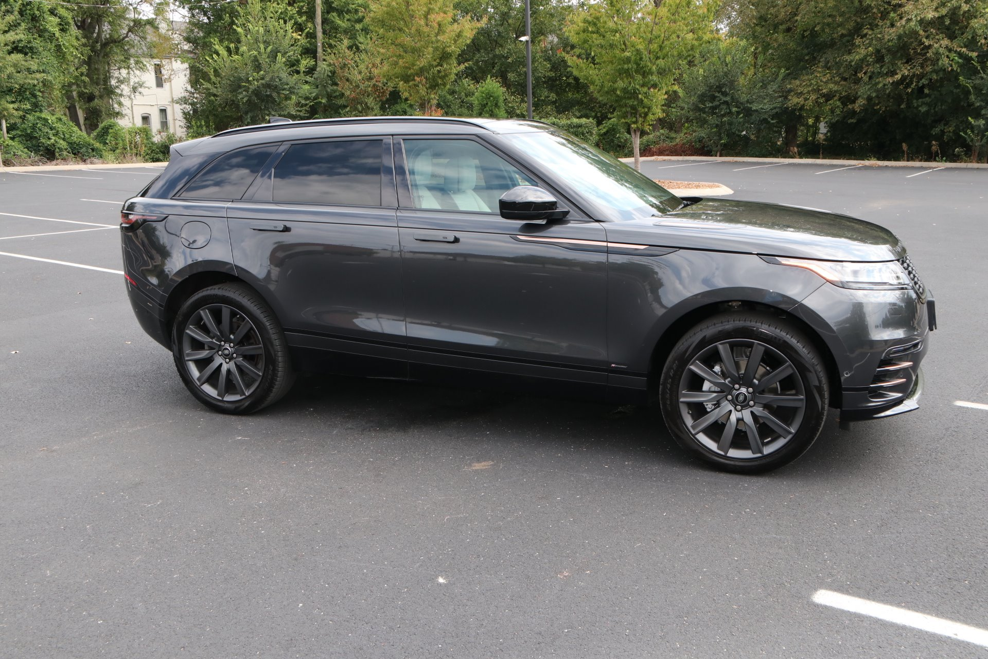 Used 2018 Land Rover Range Rover Velar P250 R-Dynamic HSE for sale Sold at Auto Collection in Murfreesboro TN 37130 1