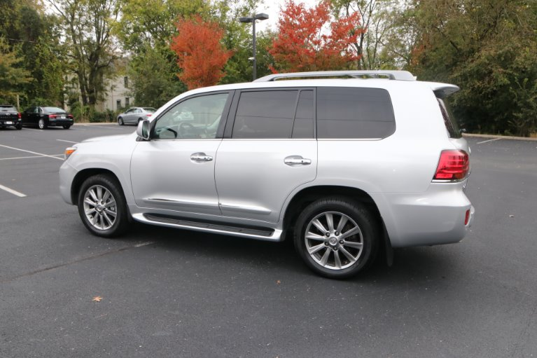 Used 2009 Lexus LX 570 for sale Sold at Auto Collection in Murfreesboro TN 37130 4
