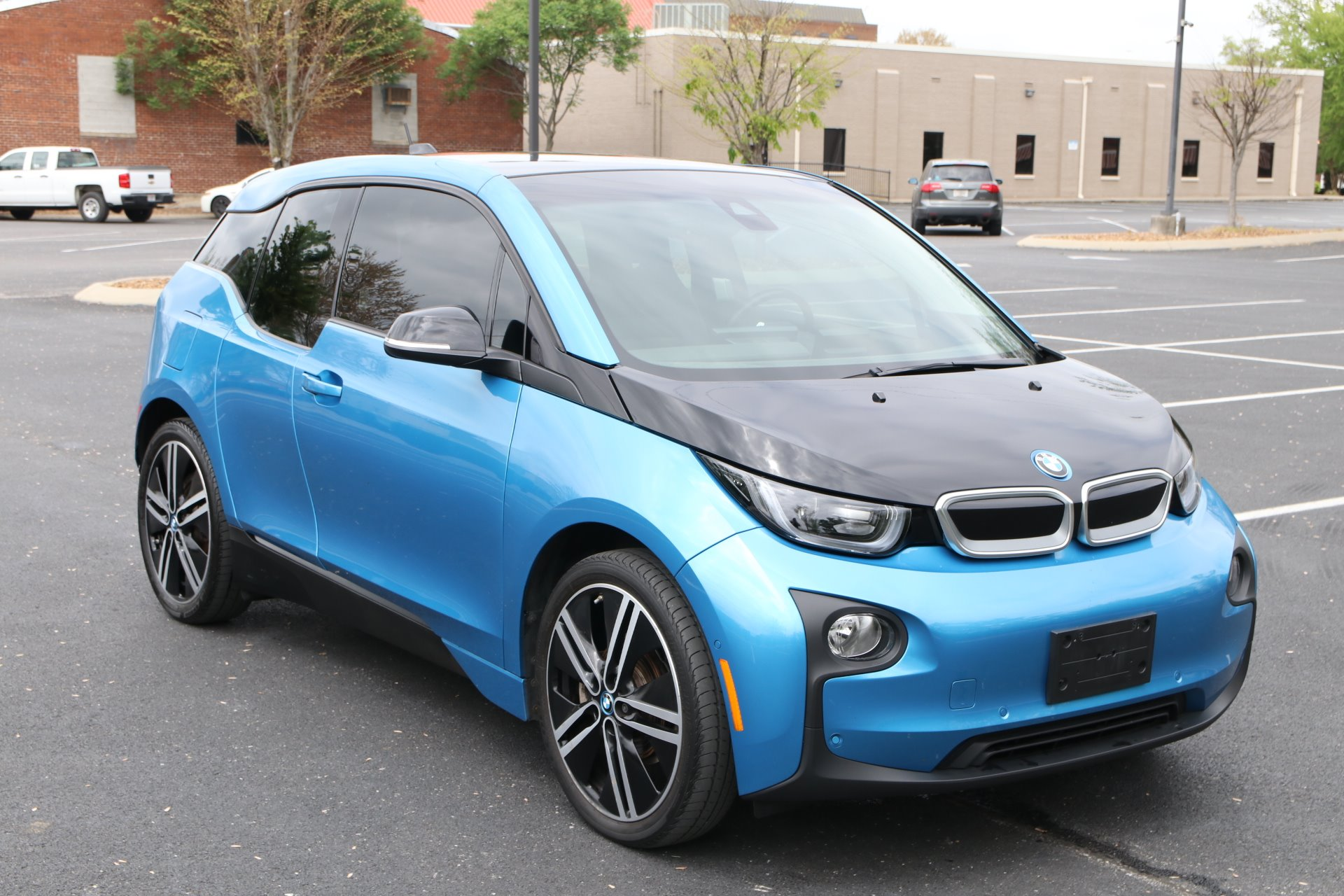 Used 2017 BMW i3 Tera World W/Nav 60 Ah for sale Sold at Auto Collection in Murfreesboro TN 37130 1