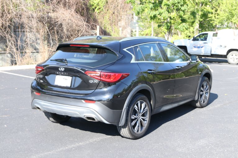 Used 2017 INFINITI QX30 Premium AWD W/NAV Premium for sale $21,950 at Auto Collection in Murfreesboro TN 37129 3