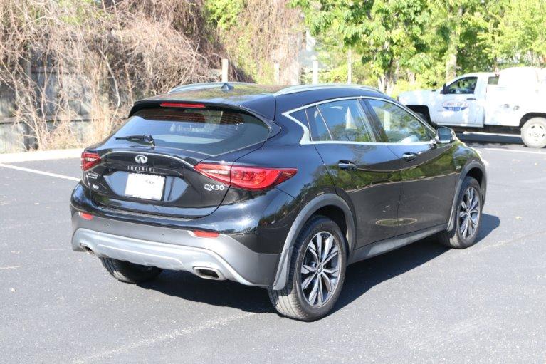 Used 2017 INFINITI QX30 Premium AWD W/NAV Premium for sale Sold at Auto Collection in Murfreesboro TN 37130 3