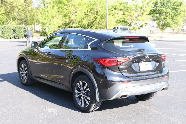 Used 2017 INFINITI QX30 Premium AWD W/NAV Premium for sale Sold at Auto Collection in Murfreesboro TN 37130 4