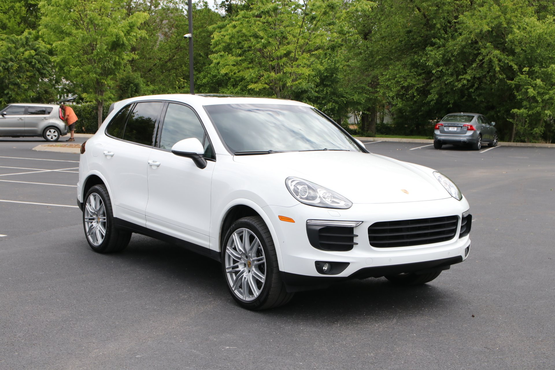 Used 2018 Porsche CAYENNE PLATINUM Awd W/nav BASE for sale Sold at Auto Collection in Murfreesboro TN 37130 1