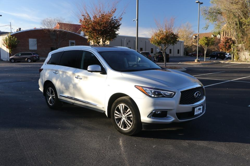 Used 2017 Infiniti QX60 AWD W/NAV BASE AWD for sale $27,450 at Auto Collection in Murfreesboro TN 37130 1