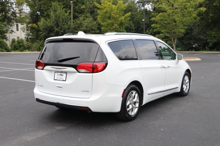 Used 2020 Chrysler PACIFICA Limited w/NAV for sale Sold at Auto Collection in Murfreesboro TN 37130 3