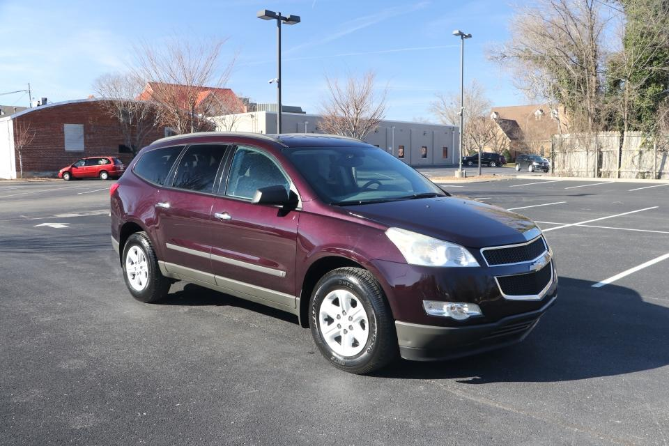 Used 2009 CHEVROLET TRAVERSE LS FWD for sale Sold at Auto Collection in Murfreesboro TN 37130 1