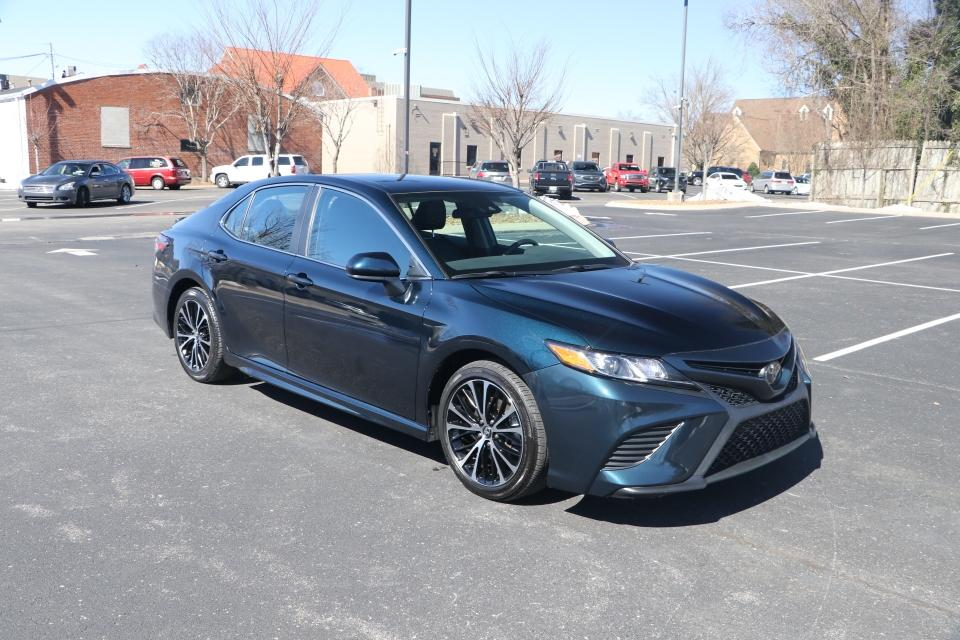 Used 2020 Toyota CAMRY SE FWD SE for sale Sold at Auto Collection in Murfreesboro TN 37130 1
