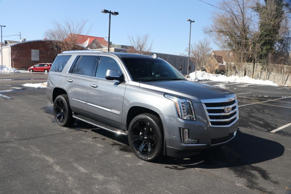 Used 2018 Cadillac ESCALADE LUXURY 2WD W/NAV TV/DVD for sale Sold at Auto Collection in Murfreesboro TN 37130 1