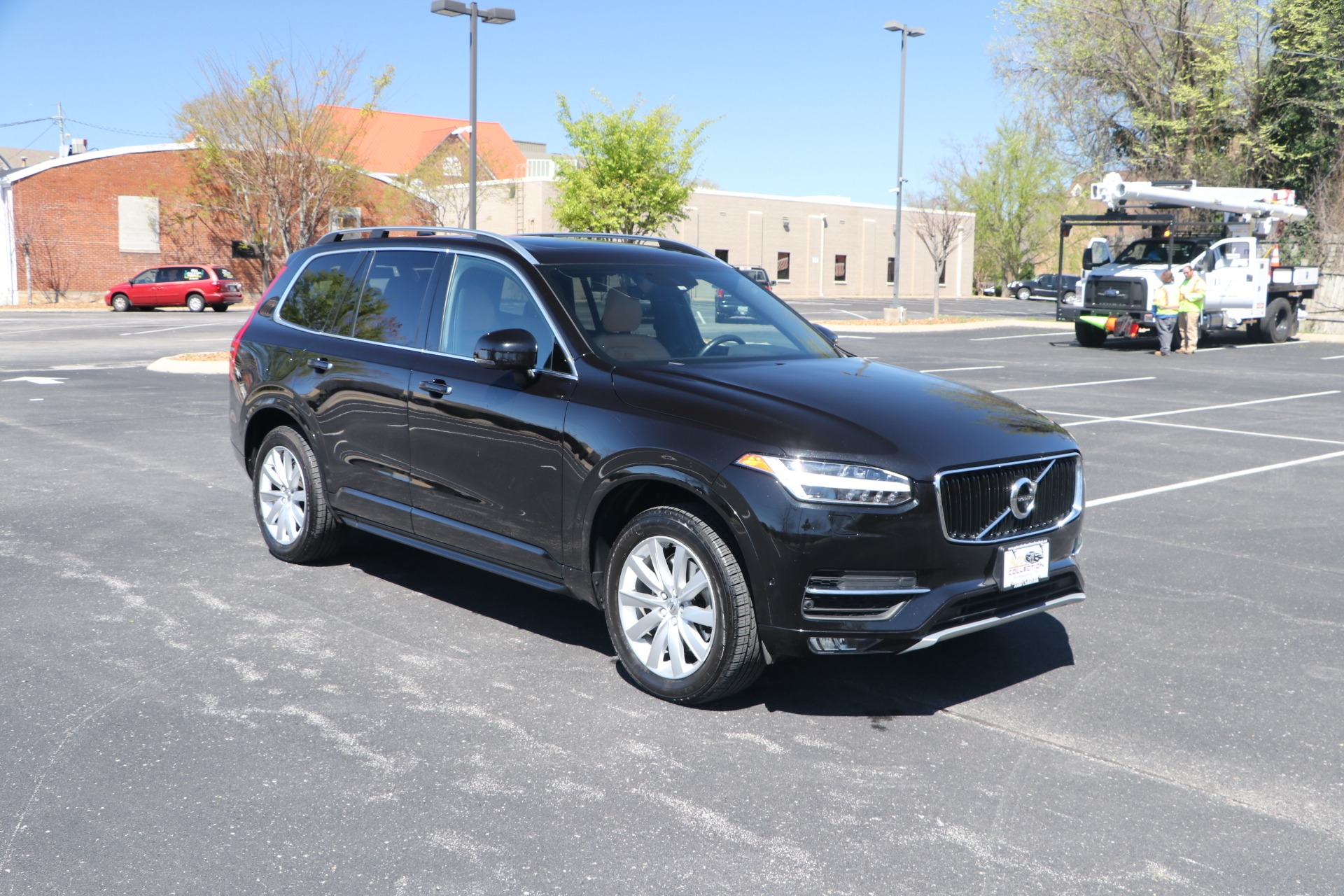 Used 2017 Volvo XC90 T6 MOMENTUM AWD W/NAV for sale Sold at Auto Collection in Murfreesboro TN 37130 1
