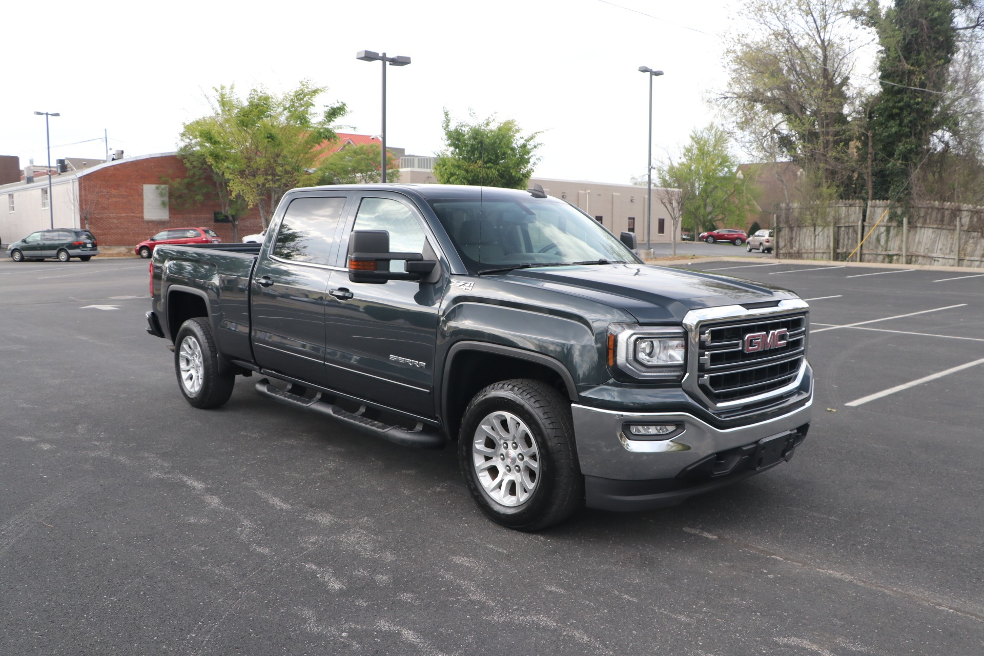 Used 2017 GMC Sierra 1500 SLE CREW CAB 4WD for sale $35,950 at Auto Collection in Murfreesboro TN 37130 1