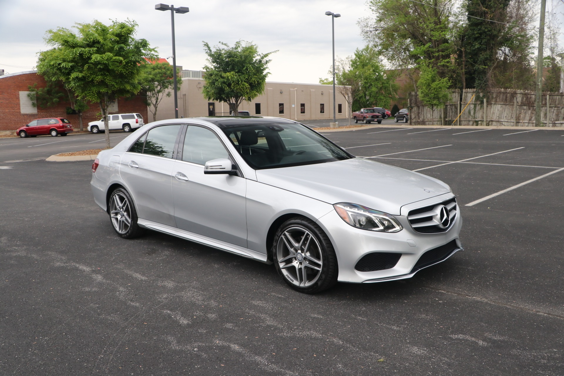 Used 2016 Mercedes-Benz E400 4MATIC W/PANORAMIC ROOF for sale $28,950 at Auto Collection in Murfreesboro TN 37130 1