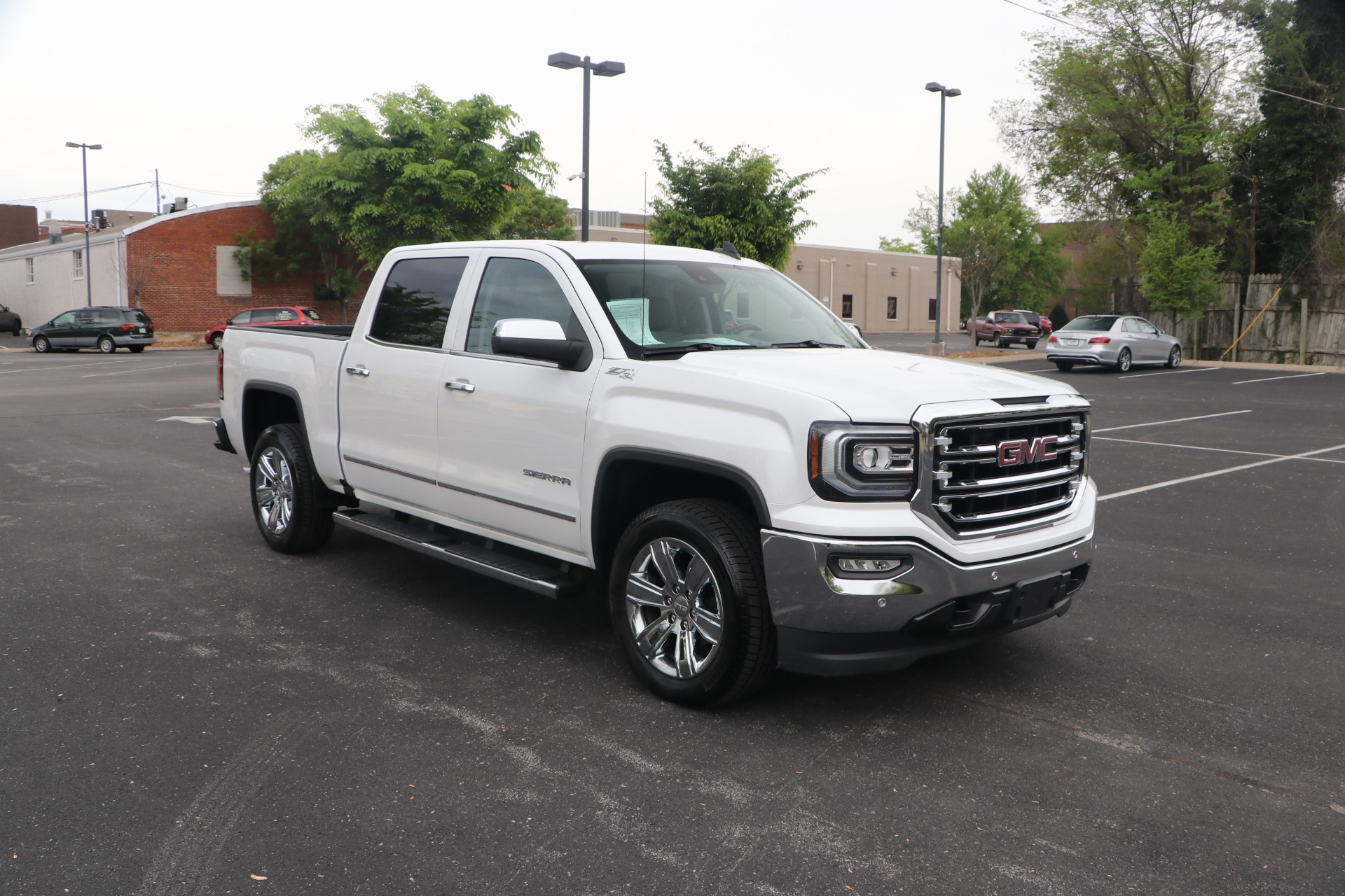 Used 2016 GMC Sierra 1500 SLT 4WD CREW CAB W/NAV for sale Sold at Auto Collection in Murfreesboro TN 37130 1
