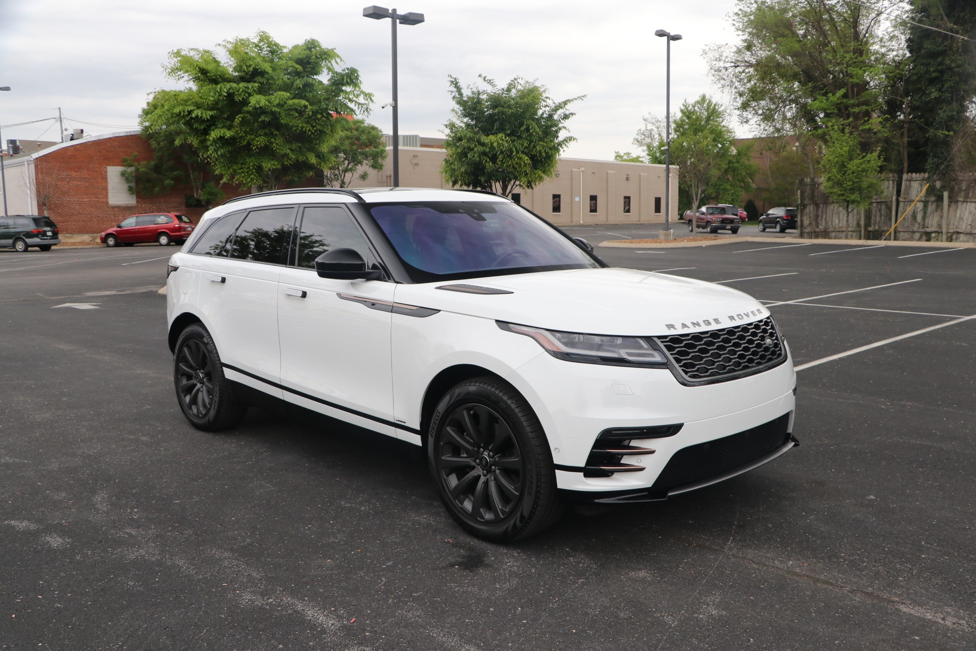 Used 2018 Land Rover Range Rover VELAR DYNA SE W/NAV for sale $56,950 at Auto Collection in Murfreesboro TN 37130 1