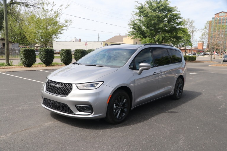 Used 2021 Chrysler Pacifica TOURING L FWD W/NAV for sale Sold at Auto Collection in Murfreesboro TN 37130 2