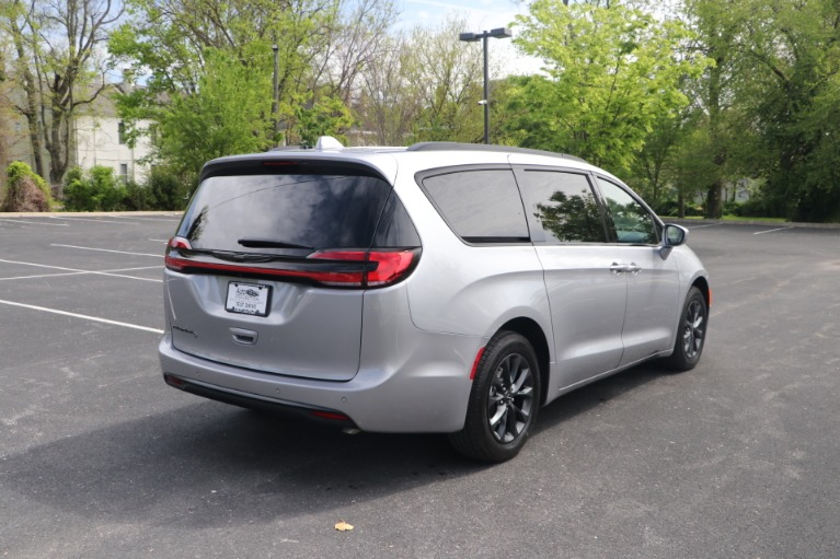 Used 2021 Chrysler Pacifica TOURING L FWD W/NAV for sale Sold at Auto Collection in Murfreesboro TN 37130 3