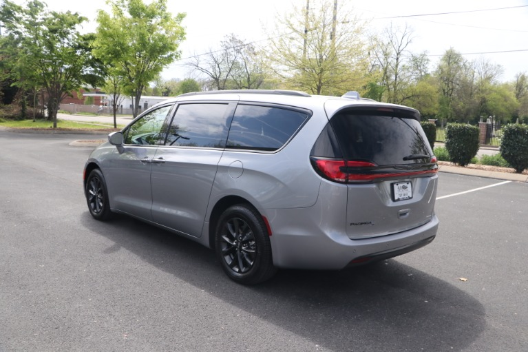 Used 2021 Chrysler Pacifica TOURING L FWD W/NAV for sale Sold at Auto Collection in Murfreesboro TN 37130 4