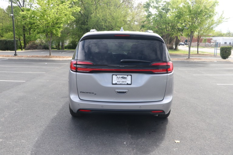 Used 2021 Chrysler Pacifica TOURING L FWD W/NAV for sale Sold at Auto Collection in Murfreesboro TN 37130 6