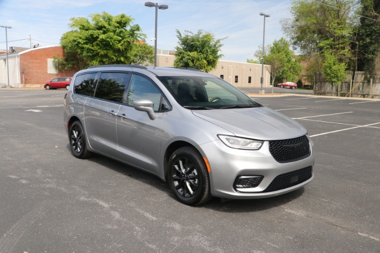 Used 2021 Chrysler Pacifica TOURING L FWD W/NAV for sale Sold at Auto Collection in Murfreesboro TN 37130 1