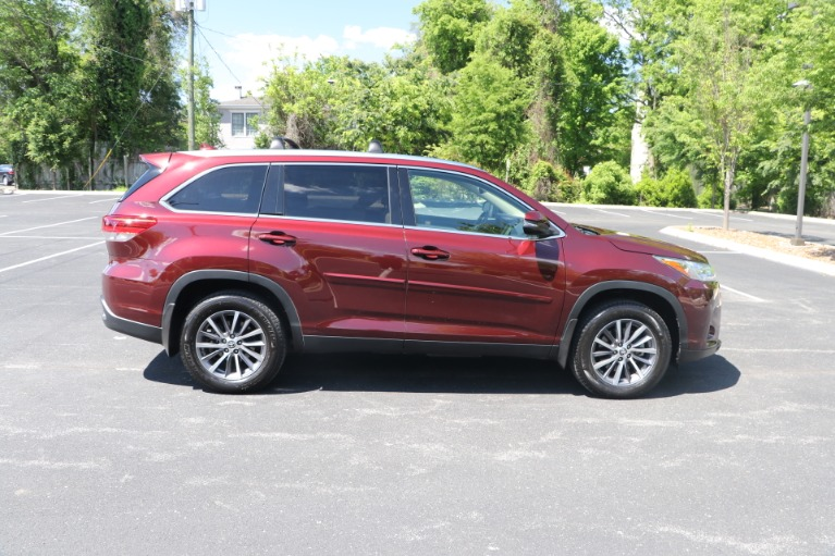 Used 2019 Toyota Highlander XLE AWD W/NAV for sale $37,950 at Auto Collection in Murfreesboro TN 37130 8