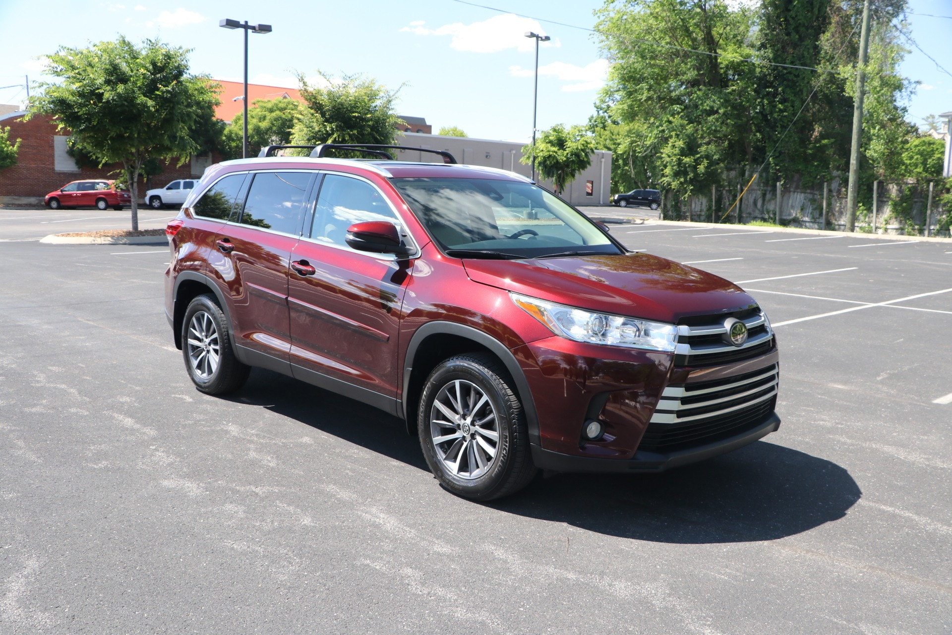 Used 2019 Toyota Highlander XLE AWD W/NAV for sale $37,950 at Auto Collection in Murfreesboro TN 37130 1