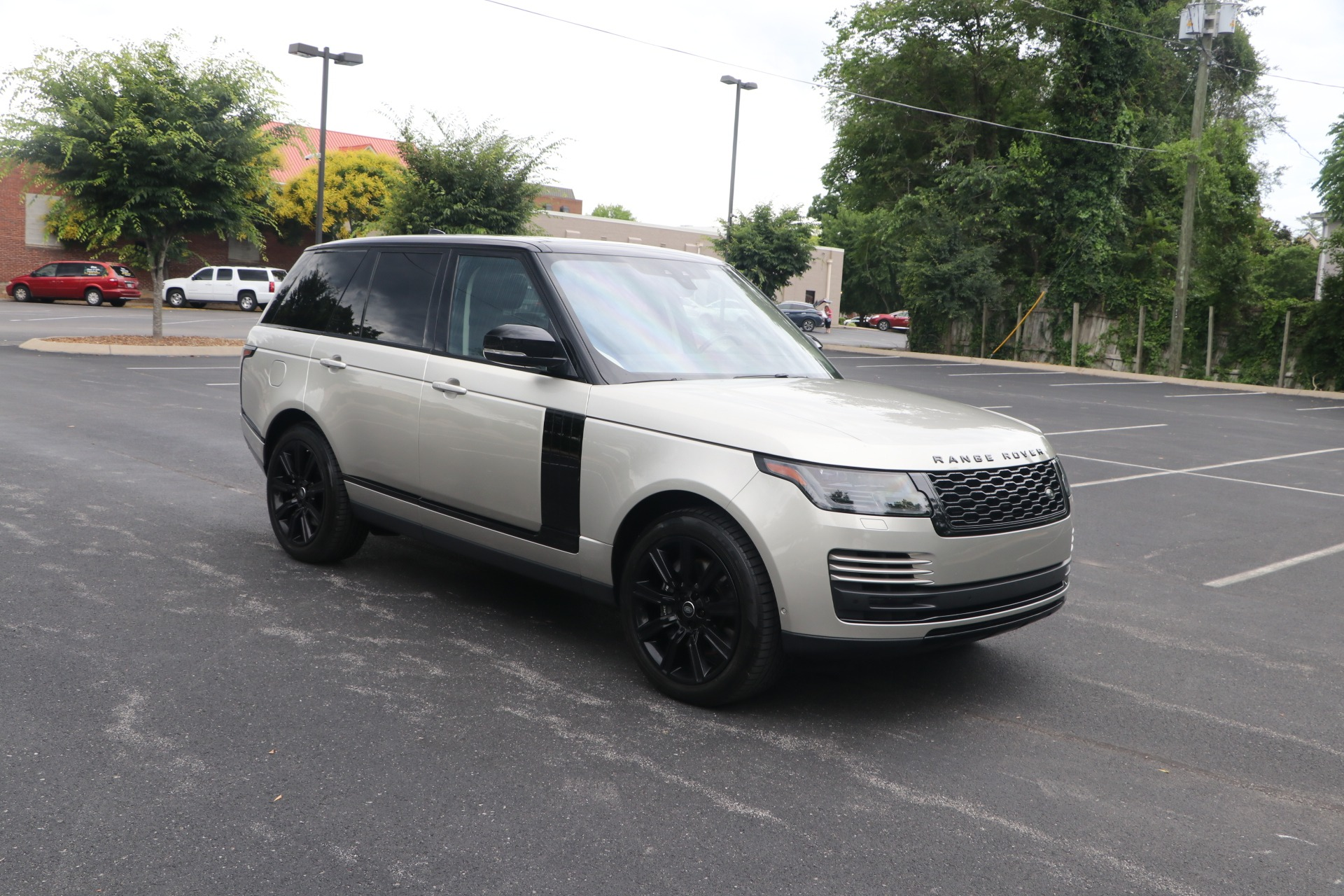 Used 2019 Land Rover Range Rover HSE Supercharged AWD w/NAV for sale $85,500 at Auto Collection in Murfreesboro TN 37130 1