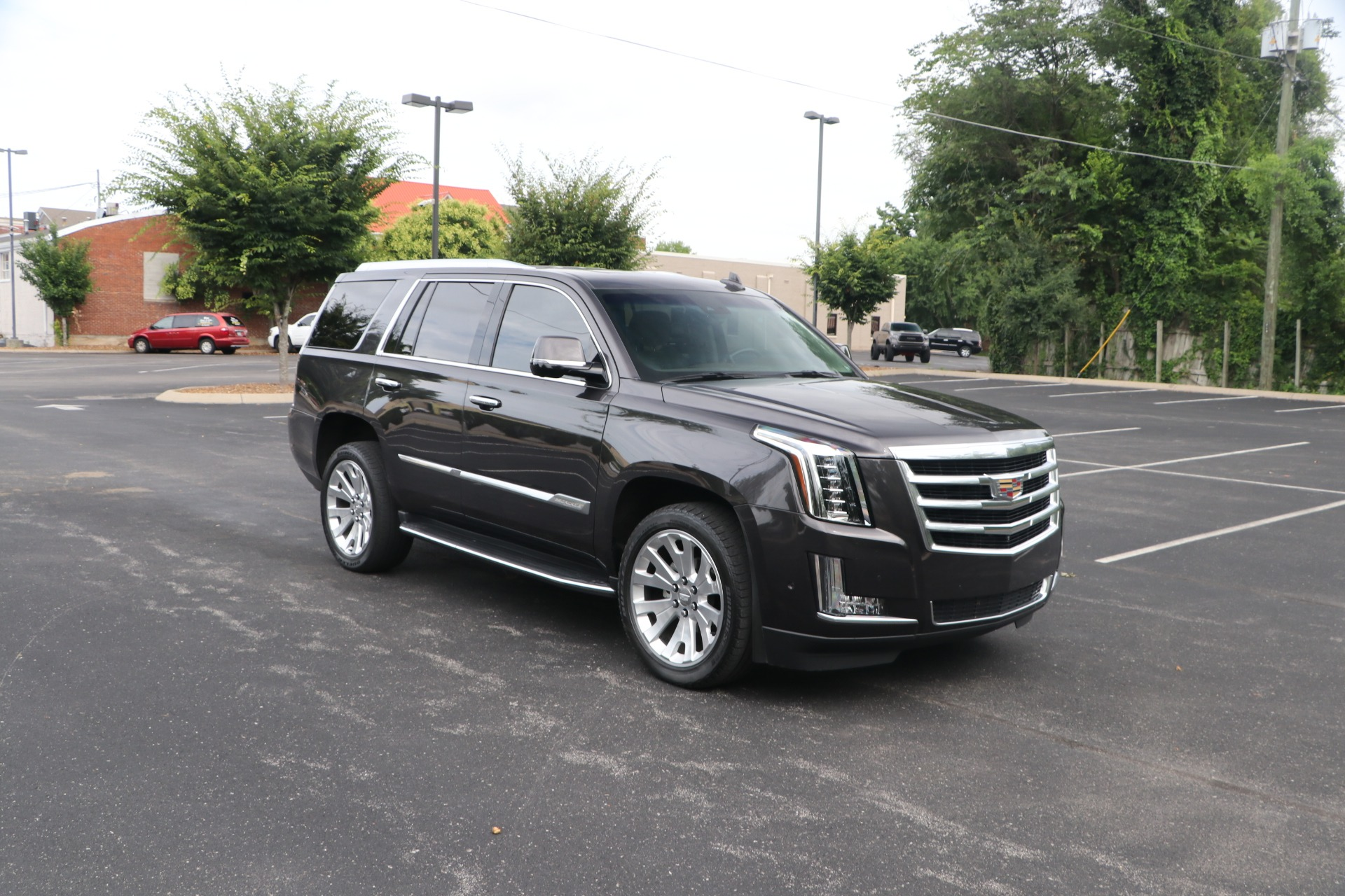 Used 2017 Cadillac Escalade Luxury RWD W/NAV for sale $54,950 at Auto Collection in Murfreesboro TN 37130 1