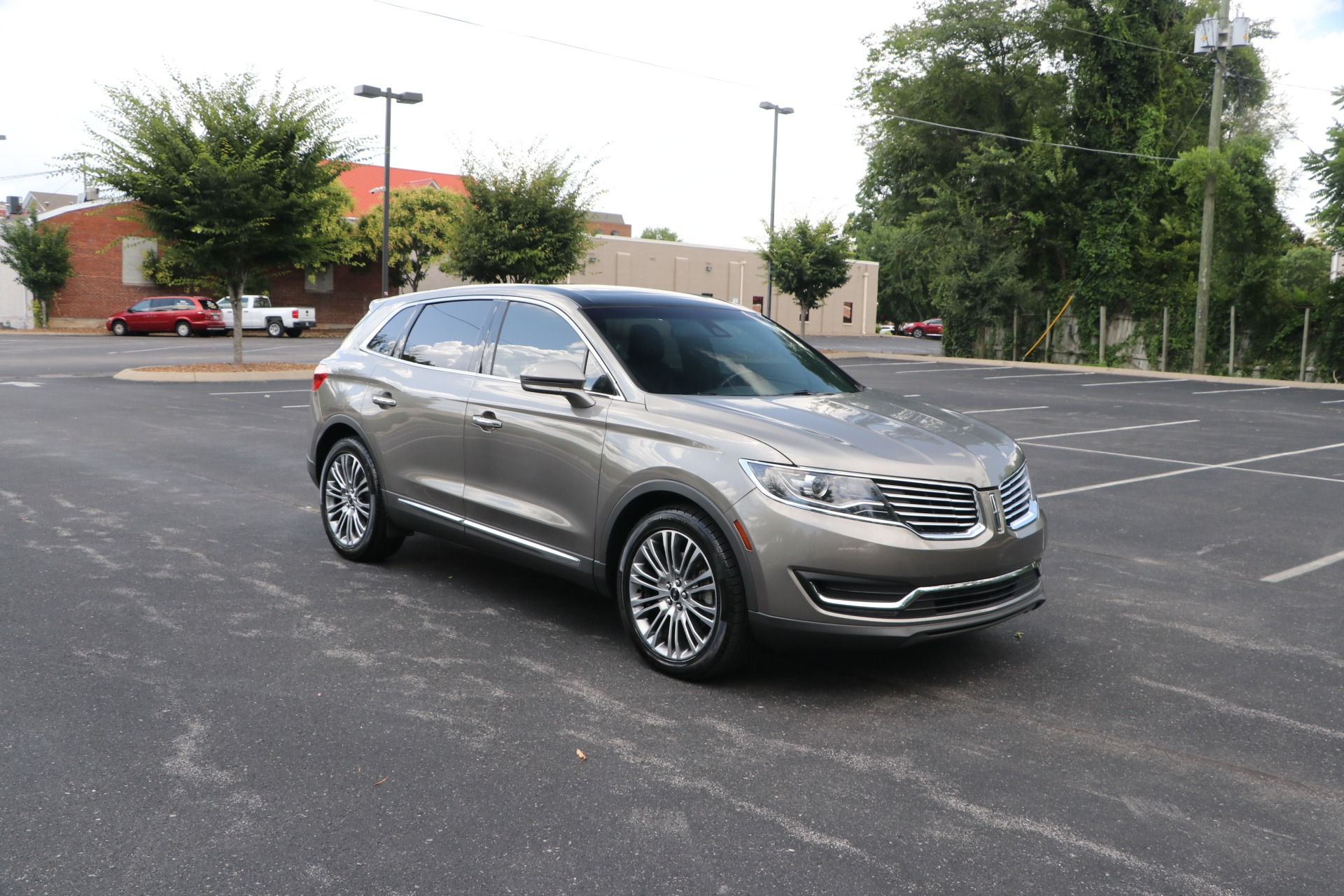 Used 2017 Lincoln MKX RESERVE FWD W/NAV for sale $28,950 at Auto Collection in Murfreesboro TN 37130 1