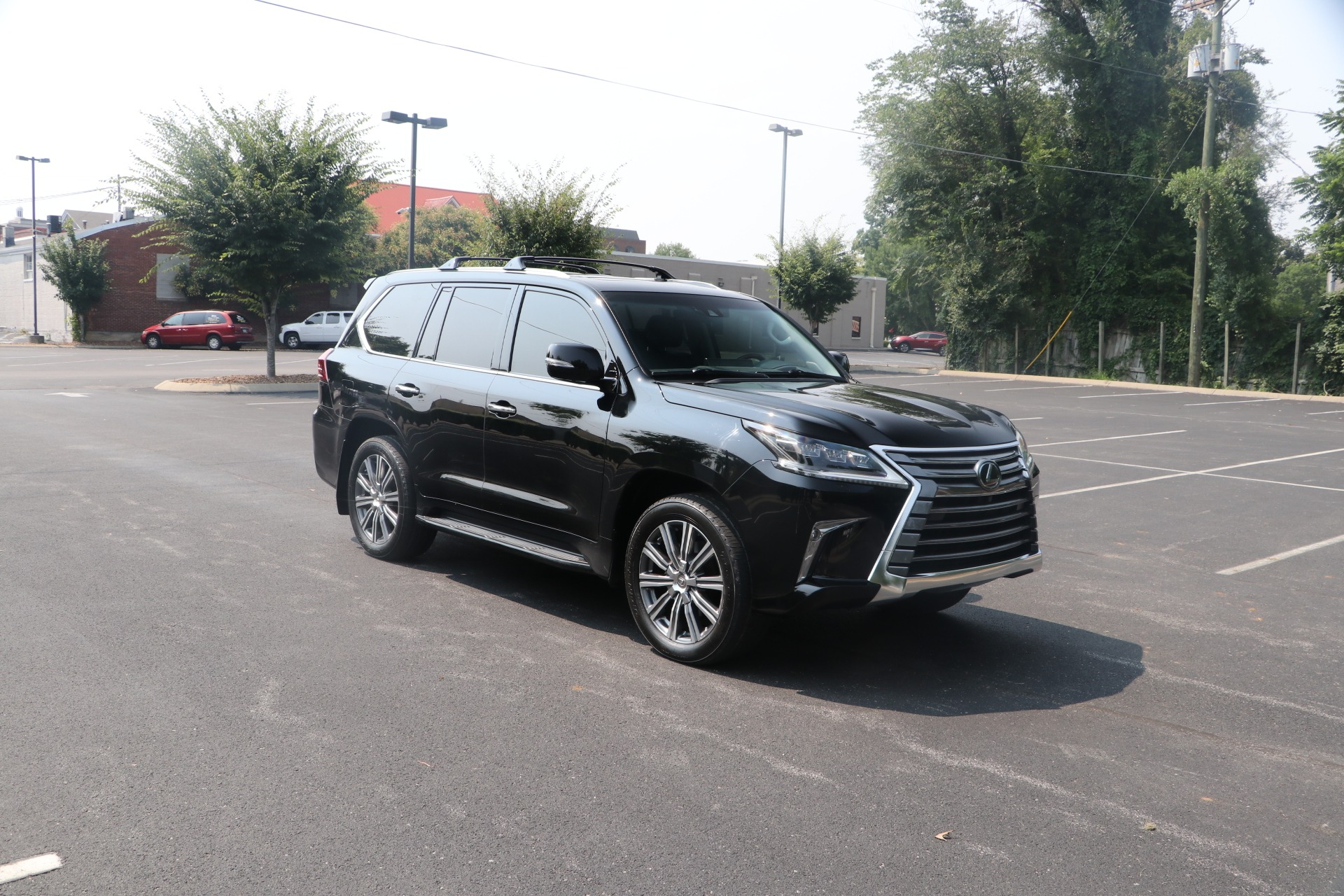 Used 2017 Lexus LX 570 LUXURY AWD W/NAV TV/DVD for sale $70,950 at Auto Collection in Murfreesboro TN 37130 1