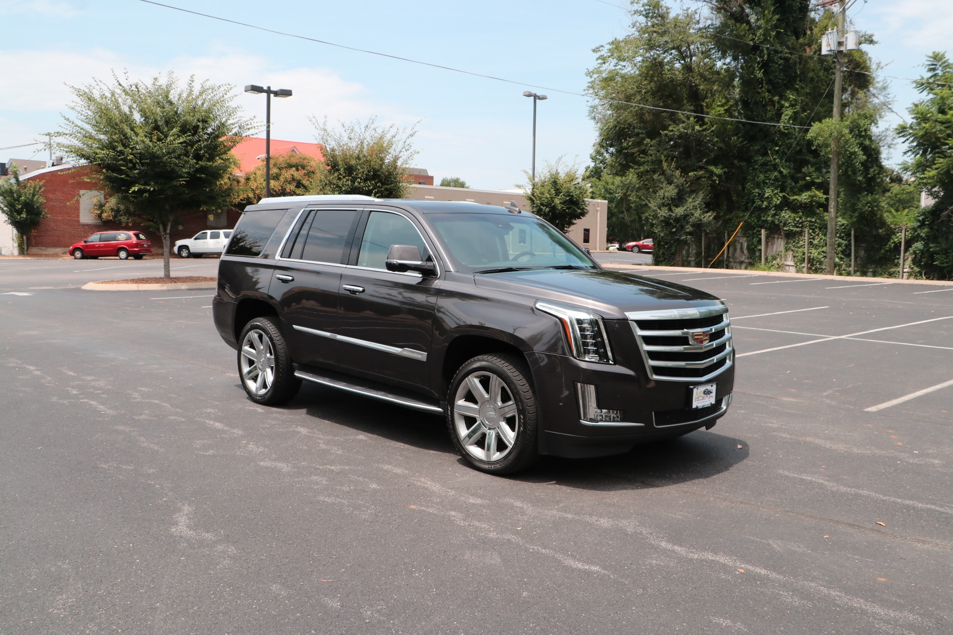 Used 2017 Cadillac Escalade Luxury 4WD W/REAR ENTERTAINMENT SYSTEM for sale Sold at Auto Collection in Murfreesboro TN 37130 1