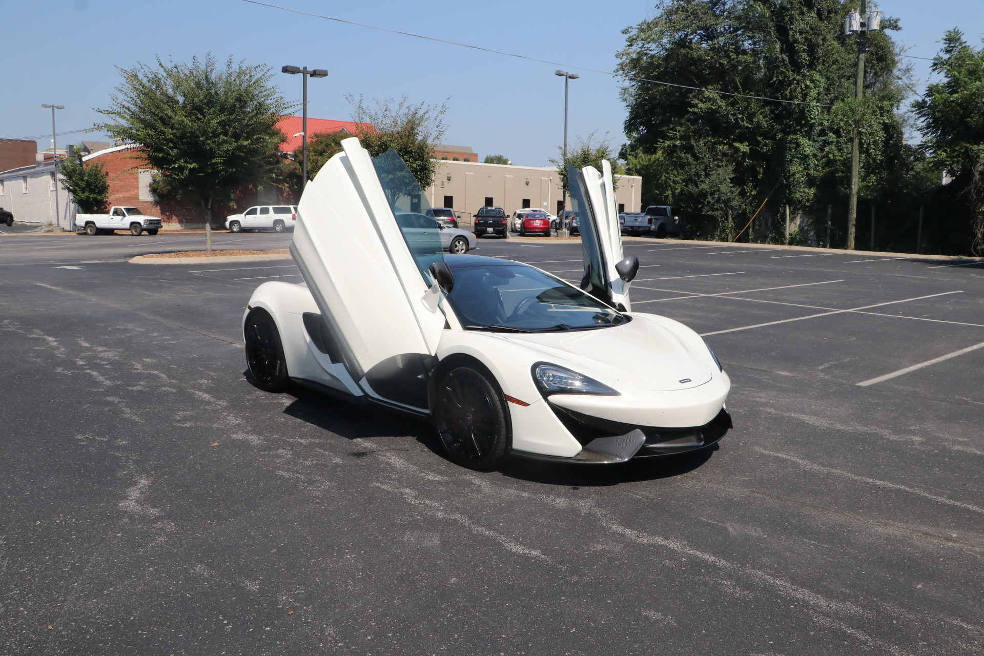 Used 2017 McLaren 570GT COUPE RWD W/CARBON FIBRE PACK 2 for sale $164,950 at Auto Collection in Murfreesboro TN 37130 1