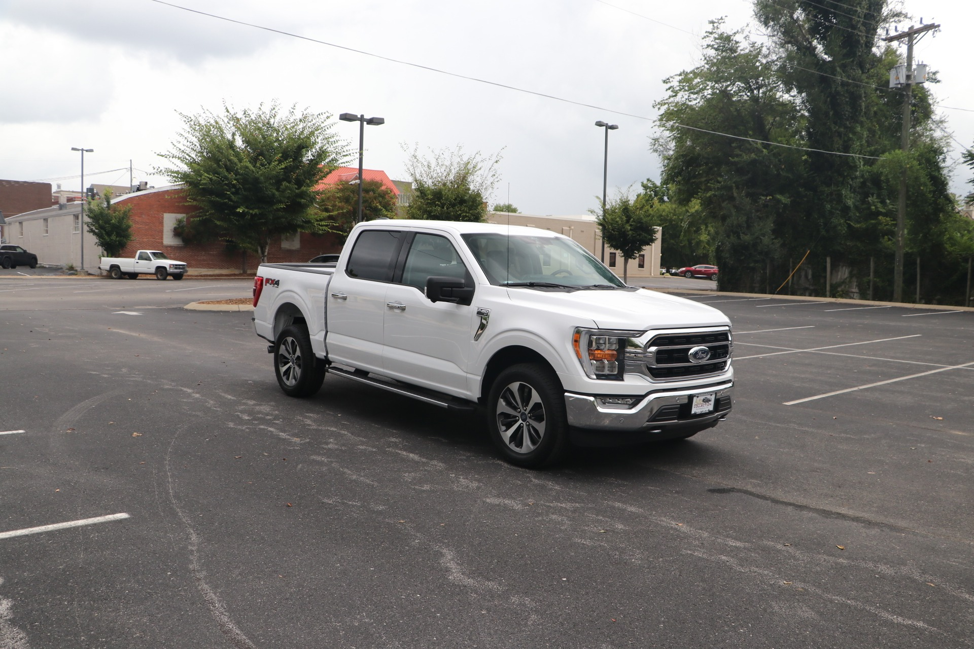 Used 2021 Ford F-150 XLT SUPERCREW 4WD W/NAV for sale $57,950 at Auto Collection in Murfreesboro TN 37130 1