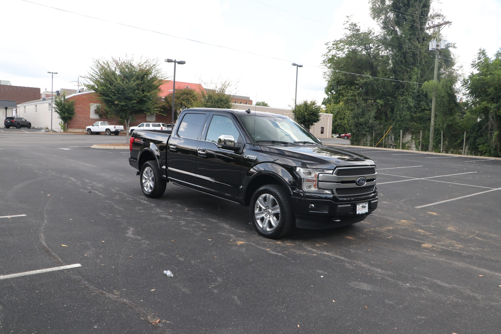 Used 2019 Ford F-150 PLATINUM TECHNOLOGY PACKAGE CREW CAB W/NAV for sale $62,950 at Auto Collection in Murfreesboro TN 37130 1