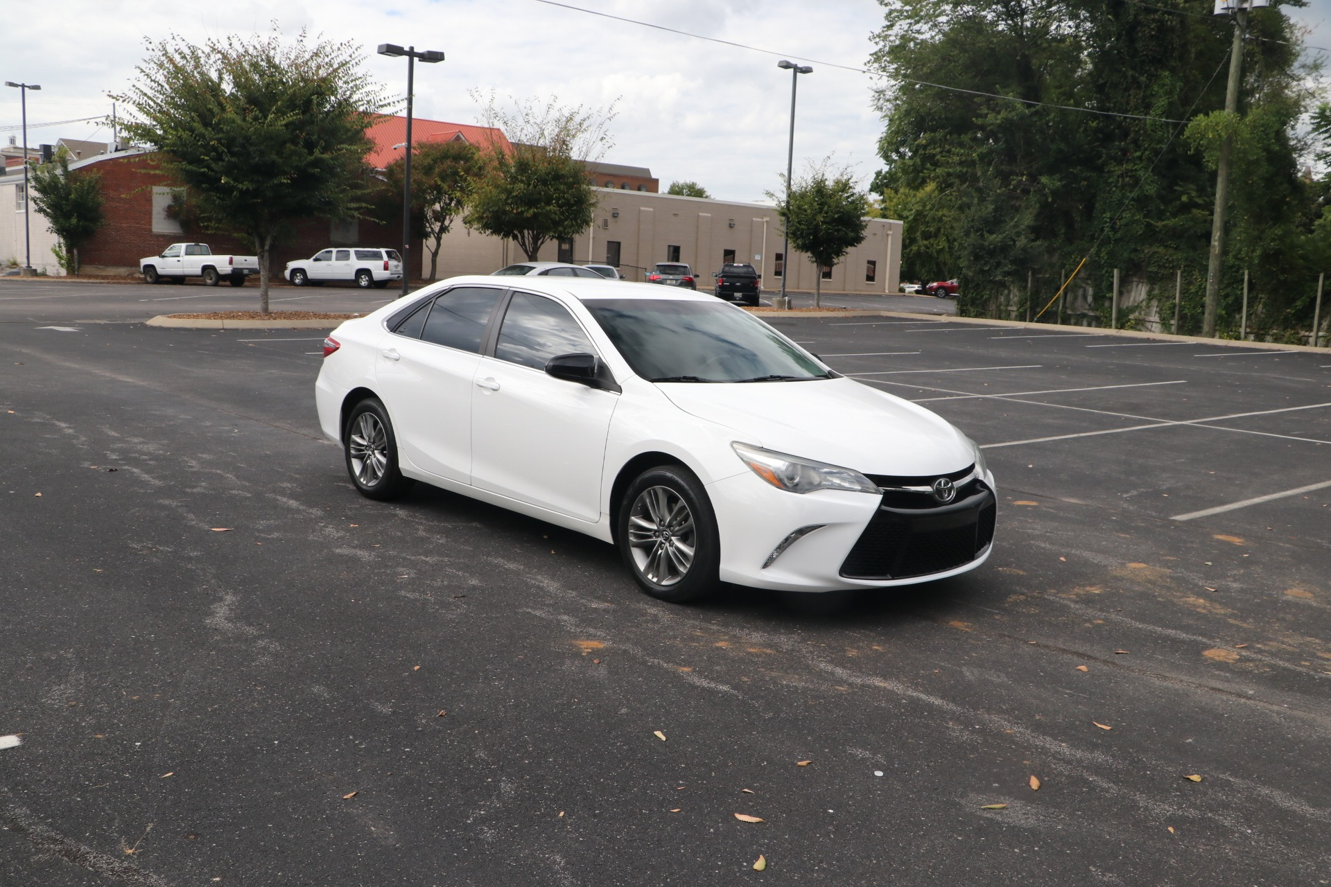 Used 2015 Toyota Camry SE FWD for sale $13,450 at Auto Collection in Murfreesboro TN 37130 1