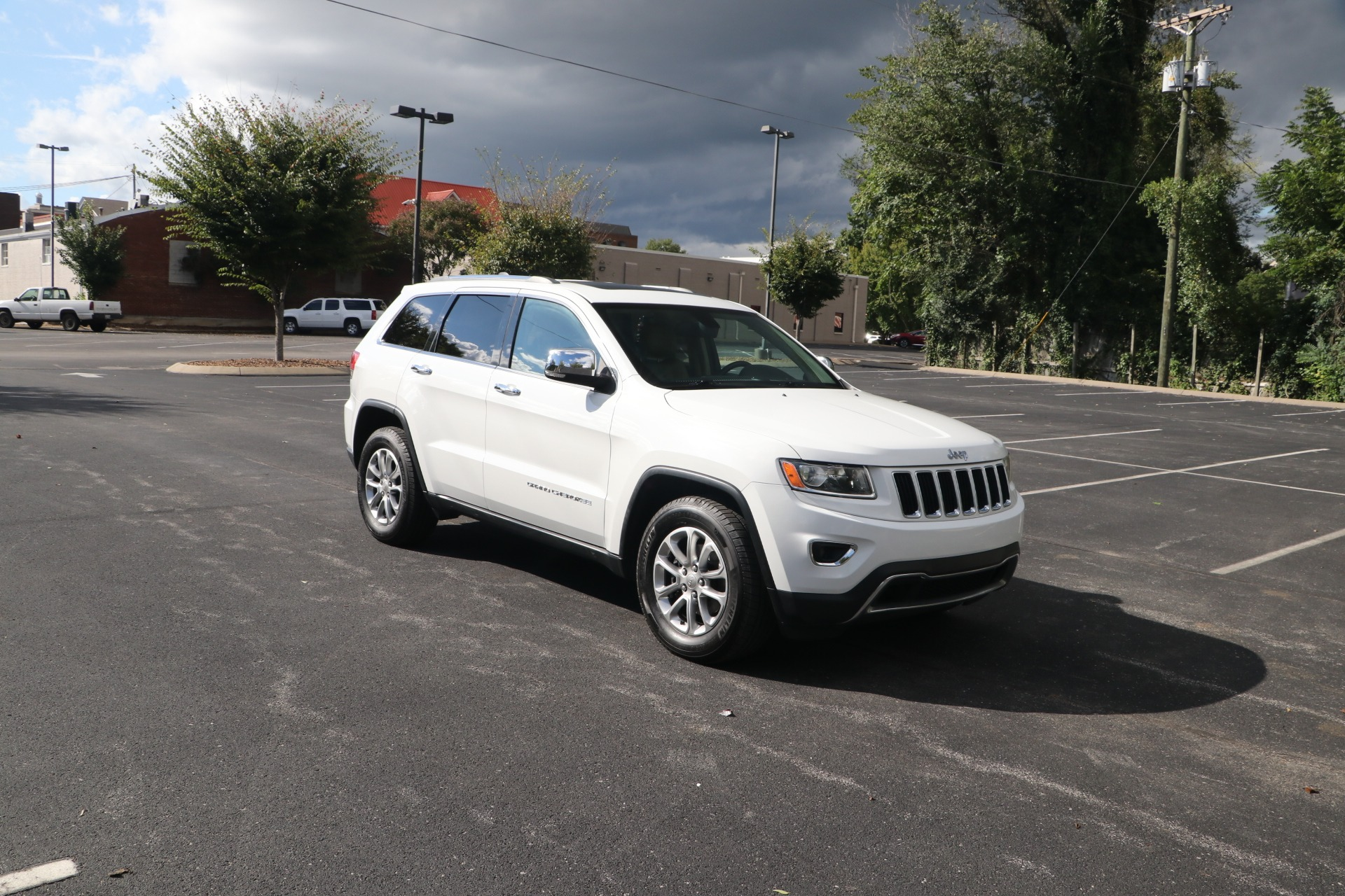 Used 2014 Jeep Grand Cherokee LIMITED RWD W/NAV for sale $16,450 at Auto Collection in Murfreesboro TN 37130 1