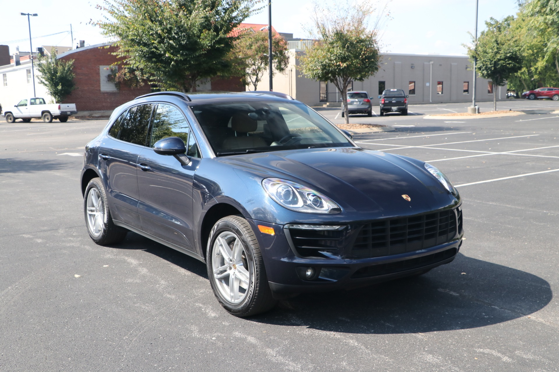 Used 2018 Porsche Macan AWD PANORAMIC SUNROOF W/NAV for sale $46,750 at Auto Collection in Murfreesboro TN 37130 1