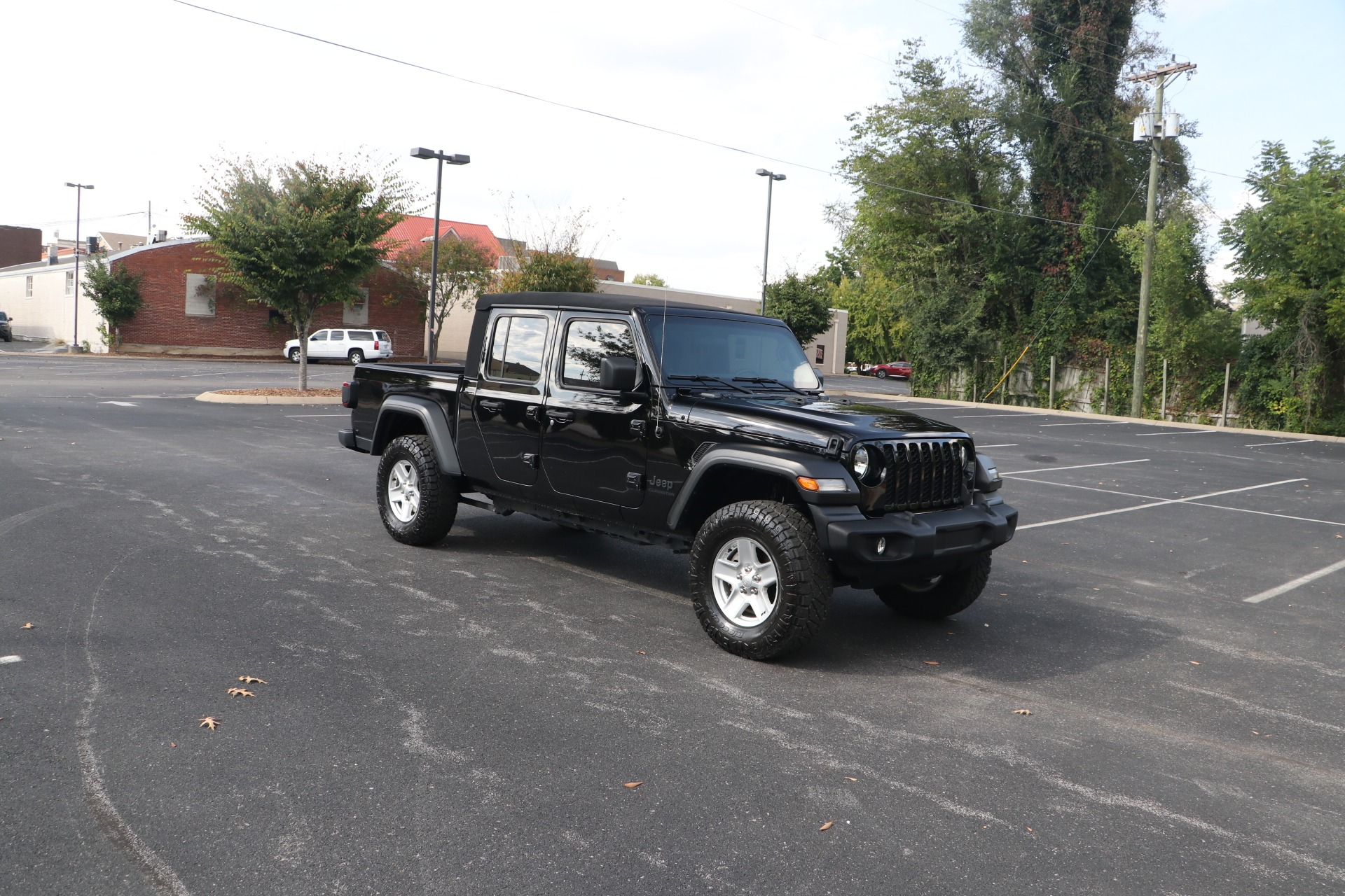 Used 2020 Jeep Gladiator Sport 4X4 CONVERTIBLE for sale $46,950 at Auto Collection in Murfreesboro TN 37130 1