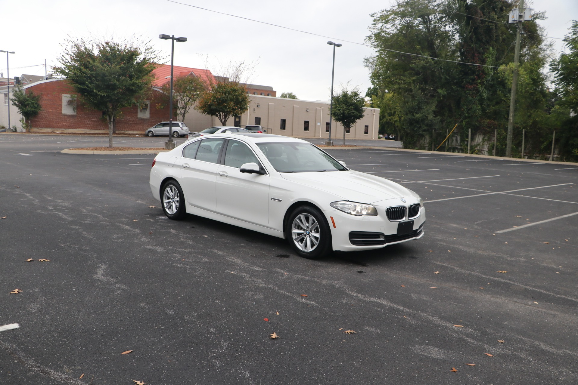 Used 2014 BMW 528i RWD W/NAV for sale $12,950 at Auto Collection in Murfreesboro TN 37130 1